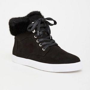 Black Sneaker with fur